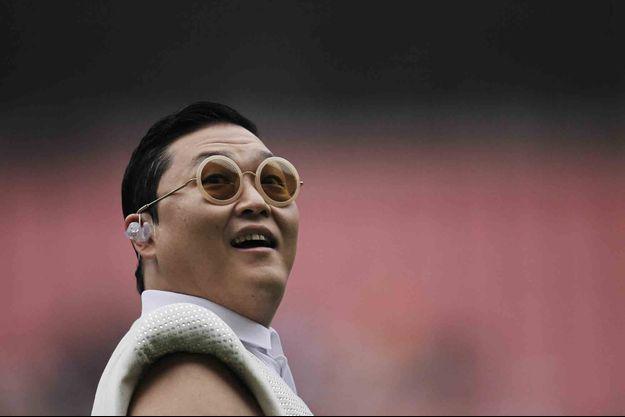 Le chanteur Psy évoque son enfance et ses addictions.