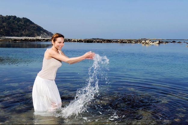 Lundi 17 mars, sur la plage d'Erromardie à Saint-Jean-de-Luz. La comédienne reprend sa « respiration » au Pays basque, avant de retourner à Paris au théâtre Rive gauche où elle joue actuellement.