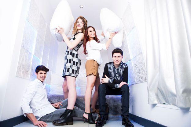 Lilian, Manon, Hiba et David (de g. à dr.) se sont rencontrés au Kube Hotel, à Paris. Ils rêvent de se retrouver en finale de « The Voice ».
