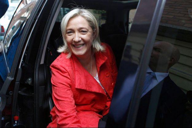 Le sourire de Marine Le Pen, à sa sortie du bureau de vote d'Hénin-Beaumont. « Il y aura un avant et un après mai 2014 », dit-elle.