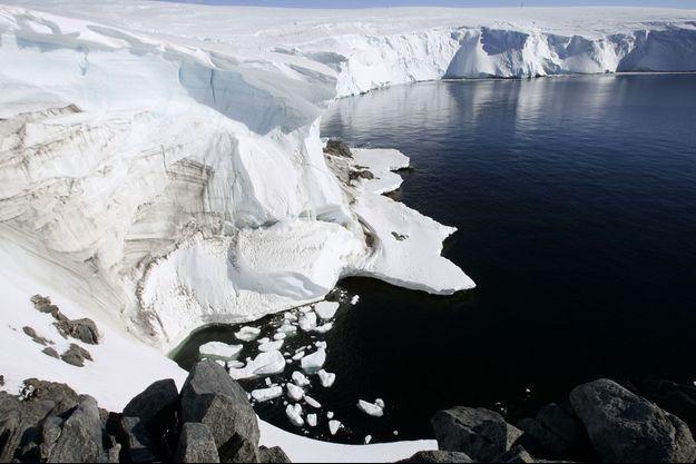 Les glaces de l'Antarctique fondent au mois de décembre.