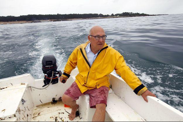 Retour à l'île d'Yeu pour le ministre des Finances Michel Sapin, mardi 12 août, sur son bateau, «Claude 2».