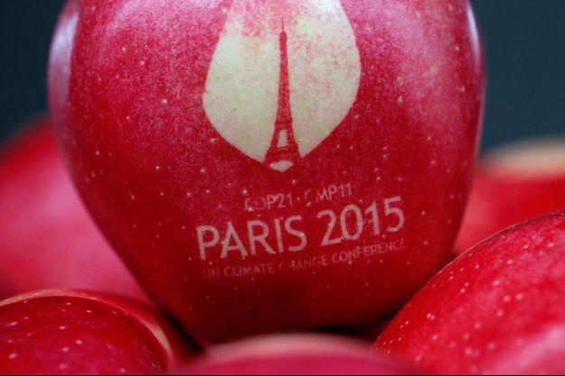 """Les pommes marquées du logo """"COP21"""" sont produites à Metz."""