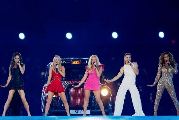Les Spice Girls chantent lors de la cérémonie de clôture des JO d'été de 2012 à Londres.