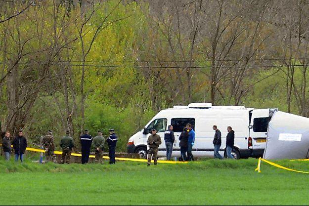 Les enquêteurs, en 2011, sur le lieu de la découverte du corps de Patricia Bouchon