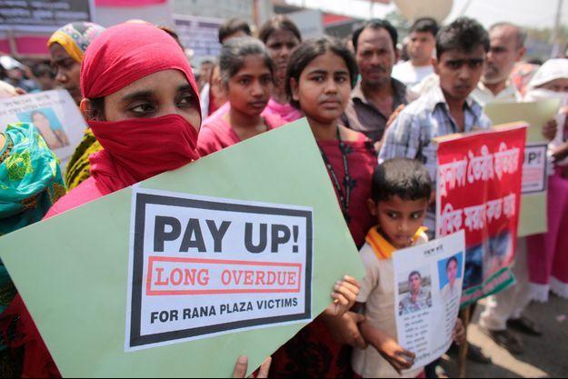 Les familles des victimes du Rana Plaza ont manifesté le jeudi pour les un an de la tragédie.