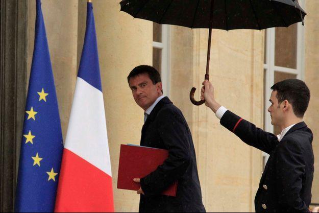 Manuel Valls sur le perron de l'Elysée le 25 août.