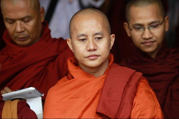 Wirathu, dans un monastère de Rangoun le 27 juin.