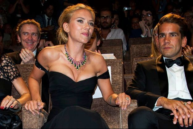 Le 3 septembre 2013, Romain Dauriac et Scarlett Johansson au festival du film de Venise. La muse de Woody Allen a annoncé son mariage avec le chef de pub parisien qu'elle connaît depuis un an.