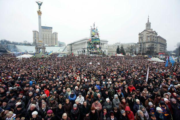La Place Maïdan à Kiev après l'annonce du Sénat russe: Poutine a désormais le droit d'envahir l'Ukraine.
