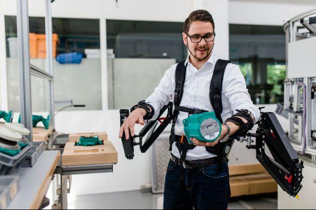 L'exosquelette Robo-Mate peut alléger le poids des charges à porter.