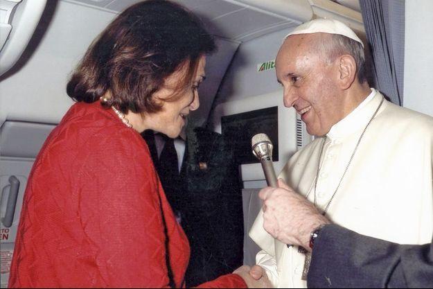 Le 22 juillet 2013, en revenant des JMJ de Rio, Caroline Pigozzi au plus près des cieux avec François.