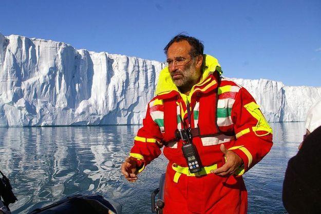 Christian Kempf dans le paradis blanc des icebergs.