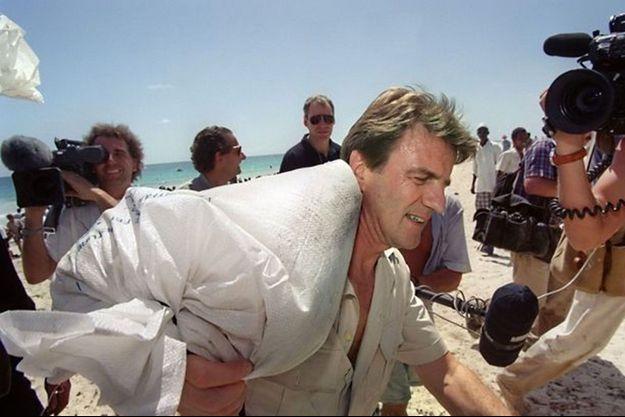 Pour sensibiliser l'opinion internationale, il y a quelques années Bernard Kouchner se mobilisait pour les plus démunis et apportait des sacs de riz, rassemblés bénévolement par Robert Brun, le courtier français du riz.