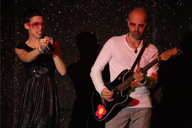 Olivier Quinot - à droite - sur scène avec Zoé Kraft