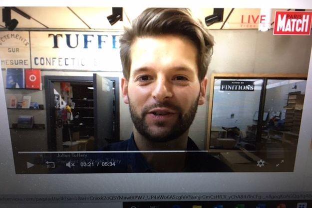 Julien Tuffery guide, dans L'Atelier, les internautes de la web série « Jeans- La saga » à voir sur le site de Paris Match.