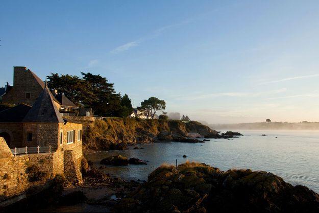Le Domaine de Rochevilaine en Bretagne, droit et magnifique comme une sentinelle de la paix.