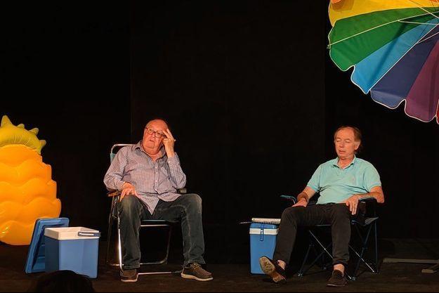 Bernard Mabille et Philippe Chevallier sur leur transat au Théâtre L'Archipel à Paris pour « A chacun son tour ».