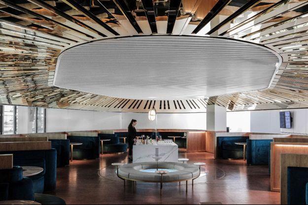Il y a ici de la légèreté et du bien-être, de l'élégance à perte de vue. Air France vient d'inaugurer son nouveau salon Business dans le Hall L du Terminal 2 E à l'Aéroport Paris Charles de Gaulle.