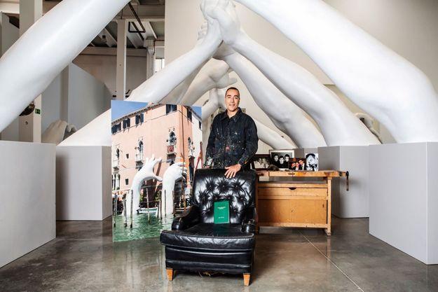 Lorenzo Quinn dans son atelier.