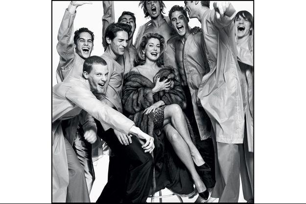 1999. Divine Catherine Deneuve. David Bailey a été le seul mari de l'actrice. Leur histoire d'amour a duré de 1963 à 1967.