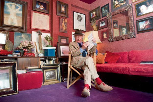David Hamilton chez lui à Montparnasse, quartier qu'il affectionne particulièrement.