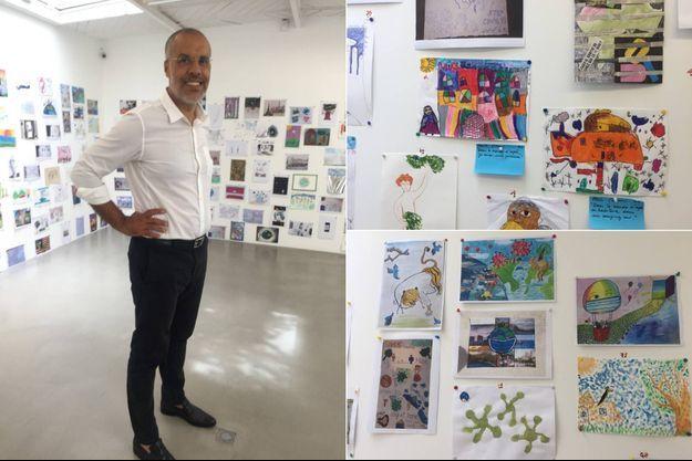 Kamel Mennour et quelques uns des dessins exposés.