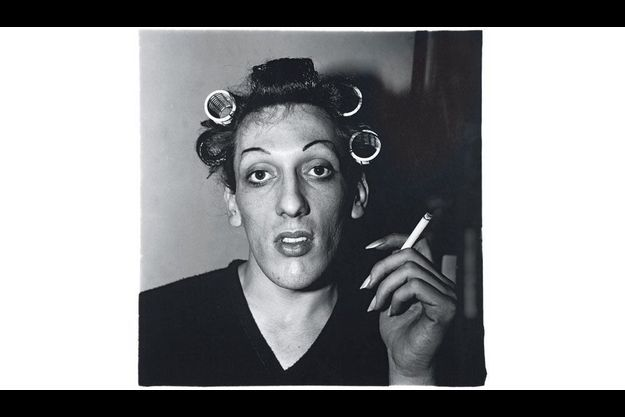 « Jeune homme en bigoudis chez lui, 20e Rue », New York, 1966.