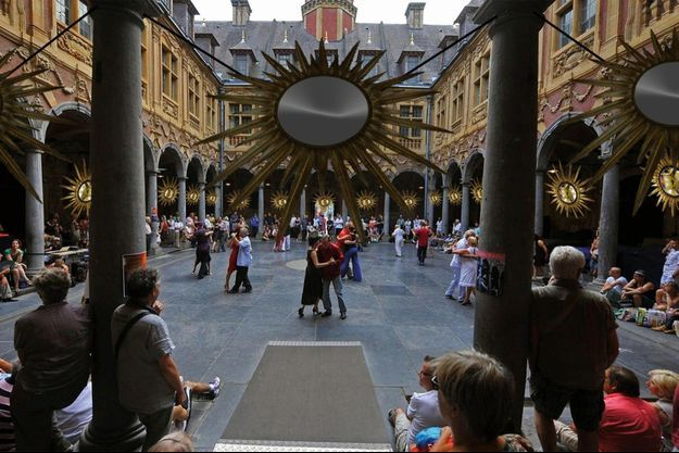 Les miroirs mystiques de Betsabeé Romero dans son installation «Soles de Oro», à la Vieille Bourse.