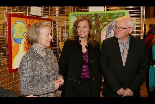 Les parents de Florence Cassez et Valérie Trierweiler au vernissage des toiles de la prisonnière.