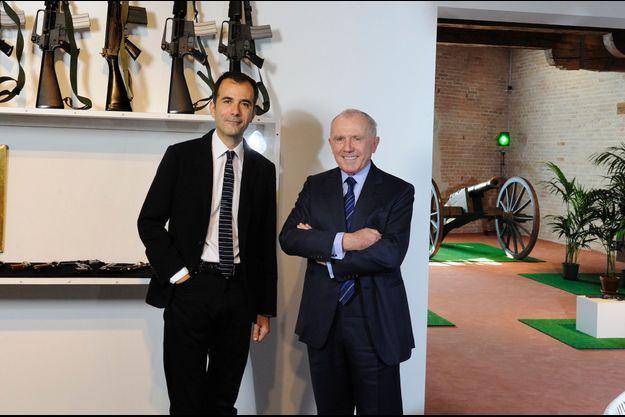 Martin Bethenod et François Pinault à Venise en mars 2011, devant une oeuvre de Marcel Broodthaers.