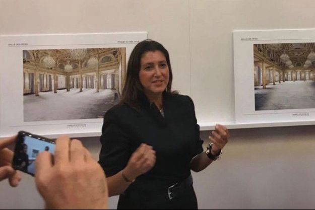 L'architecte présente son projet au jury, dans la salle des fêtes du palais de l'Elysée.