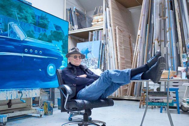 L'artiste dans son atelier, à Cachan.
