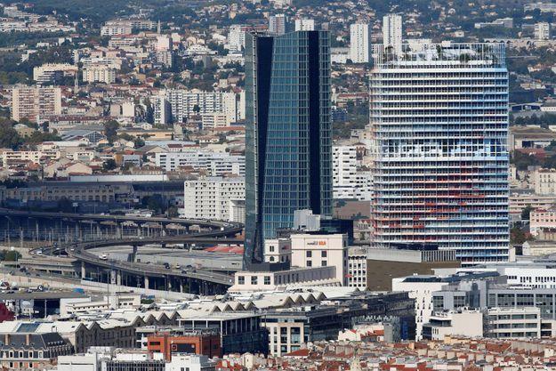 « La Marseillaise » se dresse sur la zone d'activité portuaire.