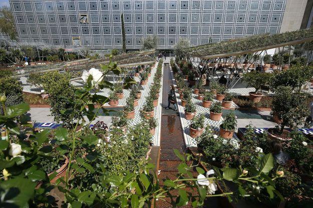 Un jardin extraordinaire dans la cour de l'Institut du monde arabe.