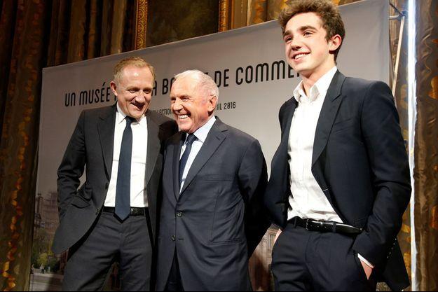 Trois générations de Pinault à la mairie de Paris le 27 avril