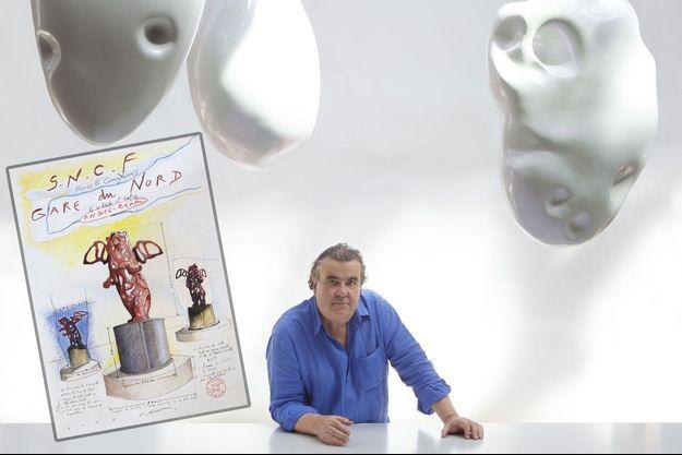 Richard Texier et, en médaillon, le projet de sculpture dessiné par l'artiste.