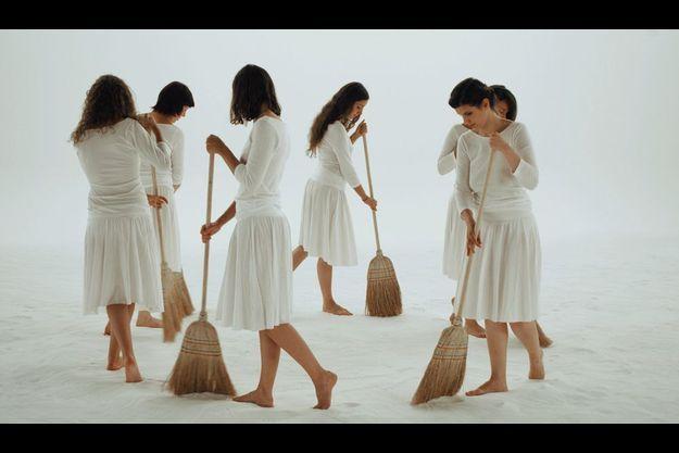 « Tracking Happiness », 2009, vidéo de Mircea Cantor.
