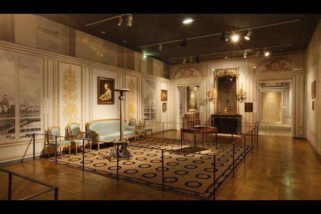 """Exposition """"L'hôtel particulier. Une ambition parisienne"""", le salon /scénographie de Philippe Pumain."""