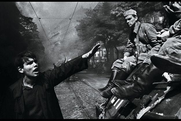 21 août 1968. Les chars russes donnent un coup fatal à « l'insoutenable légèreté » du Printemps de Prague