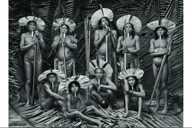 Hommes de la tribu des Zo'é (Etat du Para).