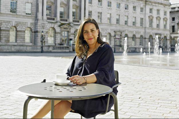 Touria El Glaoui devant le Somerset House le 5 octobre 2016. Quatre jours par an, le lieu abrite 1:54 la première et la plus grande foire d'art contemporain africain, dans le coeur de Londres