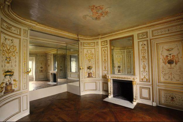 Le boudoir dessiné par l'architecte de la reine, Richard Mique, et décoré par les frères Rousseau.