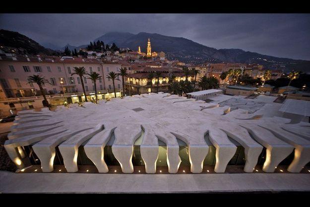 Un graphisme à la Cocteau pour cette œuvre imaginée par le plus méridional des architectes, Rudy Ricciotti.