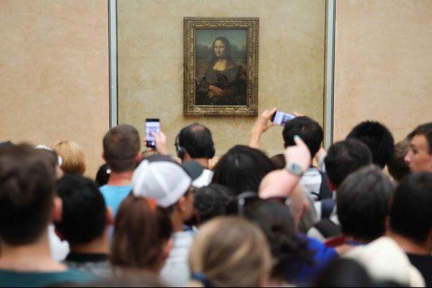 La Joconde et ses visiteurs, au Louvre.