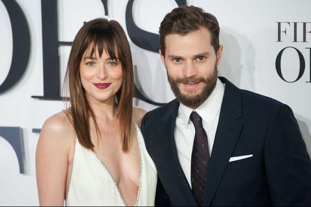 """Dakota Johnson et Jamie Dornan à l'avant-première de """"50 Nuances de Grey"""", le 12 février à Londres"""