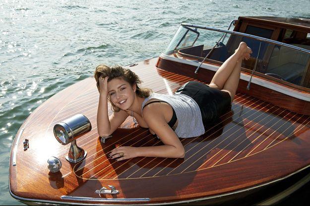 Dernière récré sur la Seine pour Adèle Exarchopoulos qui rejoint le tournage de « M », le premier long-métrage de Sara Forestier, une autre découverte de Kechiche.