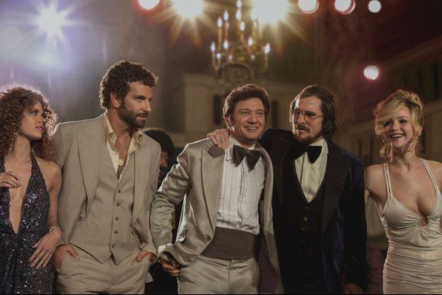 """American Bluff"" de David O. Russell, avec Christian Bale, Amy Adams, Bradley Cooper, Jennifer Lawrence, Robert De Niro..."