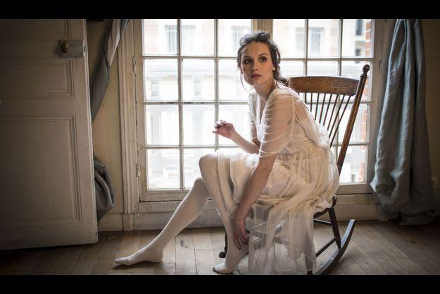 Jeudi 24 janvier, dans un studio parisien. Derrière ses airs sages, un tempérament affirmé. Ana a de nombreux projets, dont le prochain film de Christopher Thompson.