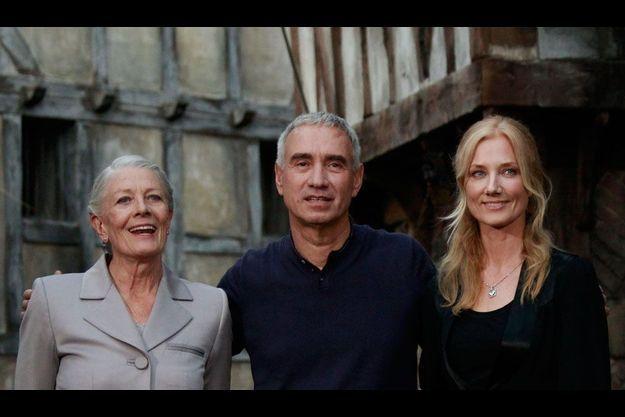 George Emmerich avec Vanessa Redgrave (à g.) et Joely Richardson sur le tournage d'«Anonymous» à Postdam.